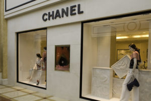 IMAGE OF CHANEL STORE EXTERIOR